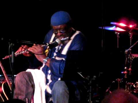 James Blood Ulmer - playing the flute - Live in Berlin (2/5)