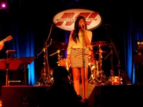 Ciara Lavon singing