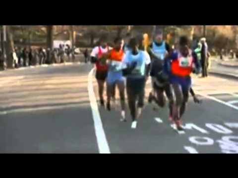 Olympic Champion Mo Farah Collapses At The End Of The New York Half Marathon MUST SEE