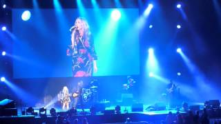 Watch Lee Ann Womack Talk To Me video