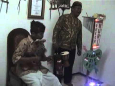 Video musik serakah Energi, satu orang memainkan alat musik terbanyak sekaligus, KUKU BIMA ROSA !