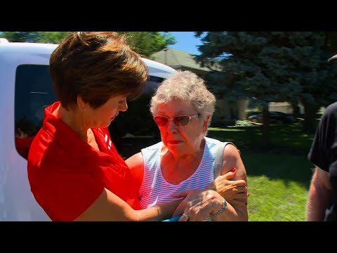 Iowa Governor Tours Des Moines Flood Damage