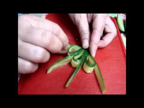 Как сделать розочку из огурца