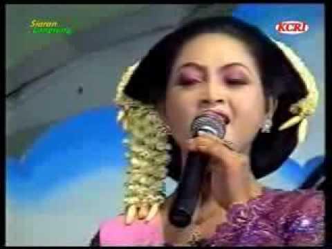 Sangga Buana Nyidam Sari Kro Bowone.flv video