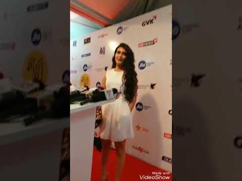 Fatima Sana Shaikh calls Aamir Khan Ghar ki Murgi Daal Barabar thumbnail