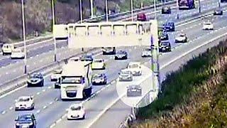 بالفيديو: رعونة سائق قاد عكس اتجاه السير في طريق سريع