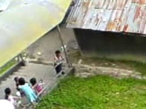 A stupid MALAY boy on the roof play and song