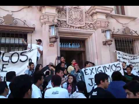Estudiantes de la UdeG exigen justicia en Guanajuato capital