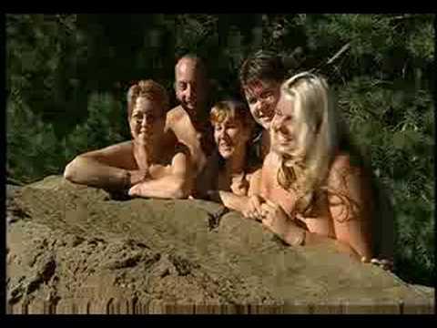 Recorde de pessoas nuas em uma montanha russa