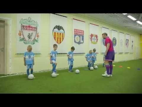 Футбол для дошкольников. Тренировка по футболу. Красные,синие или желтые?! Дети. Footyball