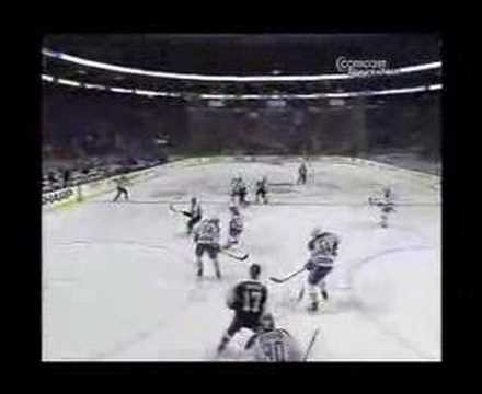 Jeff Carter puts the Flyers on the board against the Montrea