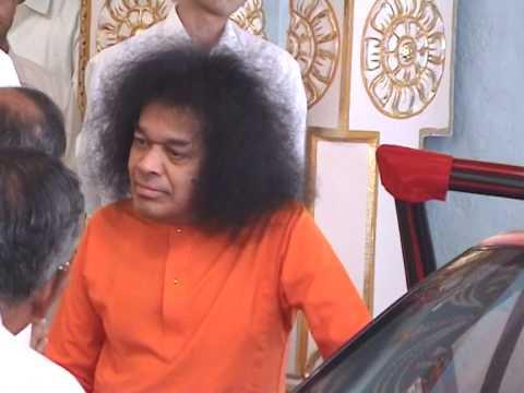Thursday Sai Darshan 03: Sri Sathya Sai Baba Darshan at Prasanthi Nilayam