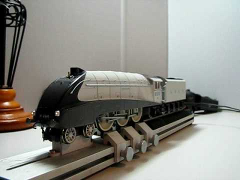Hornby Silver Jubilee A4 DCC sound and lights with smoke duel speakers