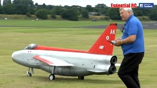 GIANT SCALE RC ENGLISH ELECTRIC LIGHTNING (2 JET ENGINES)
