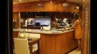 La Vagabonde checks out a Power Yacht! (Sailing La Vagabonde) Ep. 62