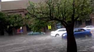 cars driving thought melbs floods