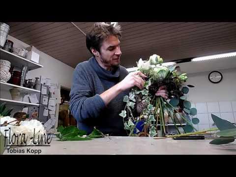 Blumendeko selber machen: Bogenförmiger Blumenstrauss wie ein Profi binden