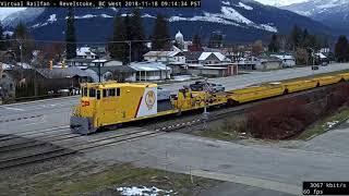 Wow, that39s Yellow! CP MOW Train through Revelstoke