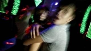 Phang luon trong phong karaoke ne