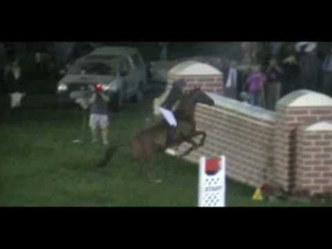 Vicki Wilson jumps 6ft Puissance wall – BAREBACK!