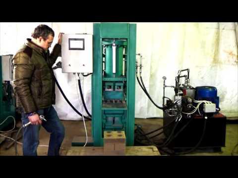 Автоматический станок АКС-7 для гиперпрессования 3D-кирпича (напоминает «лего-кирпич»)