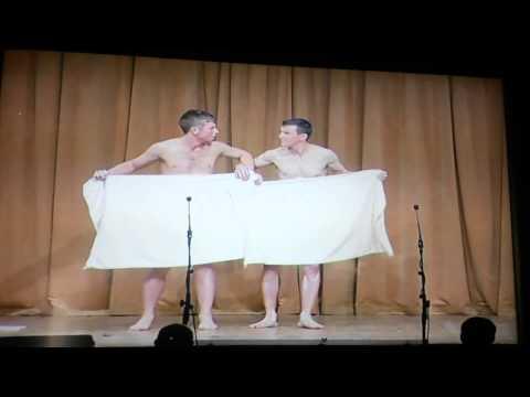 アイルランド男性二人組のコミカルなタオルダンスが笑える