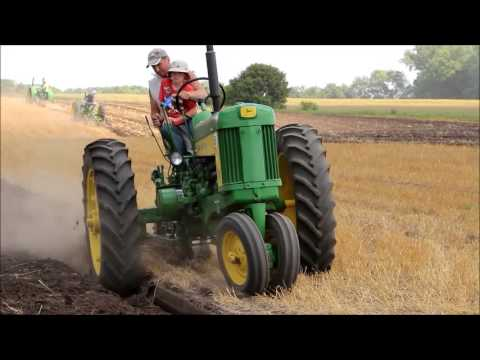 Forest City MN Vintage Plowing with old time John Deere Tractors