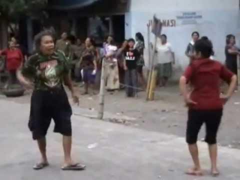 Penutupan Lokalisasi Diwarnai Perlawanan PSK Aksi Telanjang