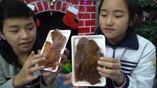 Đi Mua Thịt Bò Khô Và Ăn Thử Cay Cay Ngon Tuyệt - MN Toys Family Vlogs