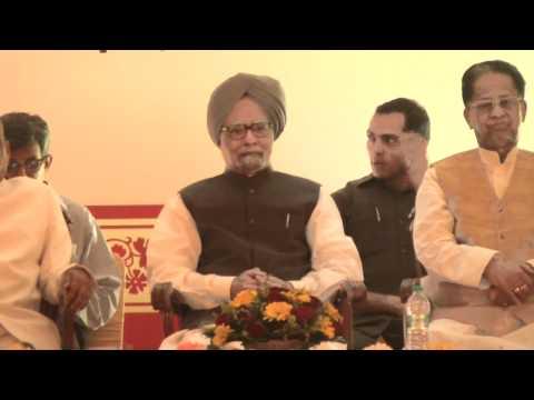 PM Manmohan Singh reaches Guwahati in Assam.wmv