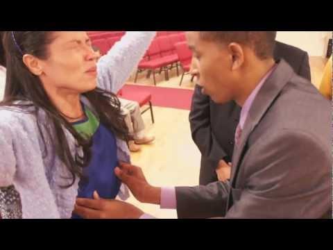 El Poder de Dios enderezo las costillas deformes de una mujer en Washinton Heights New York, NY