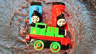 Toy Trains Lightning with Cars Learn Colors - Funny Water Colours for Children