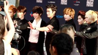 [FANCAM] 111129 MAMA red carpet - Super Junior (4/4)