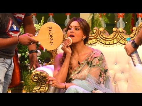 Bipasha Basu Caught Doing Make-Up On The Kapil Sharma Show Sets thumbnail