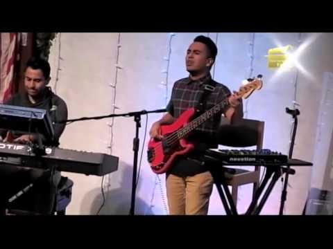 Julio Melgar - Momento De Adoración: Estás Aquí (Espontáneo)