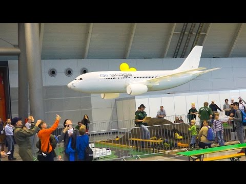 WORLD'S LARGEST RC AIRLINER FOR INDOOR FLIGHT AIRBUS A320 / Modell Süd Stuttgart 2016