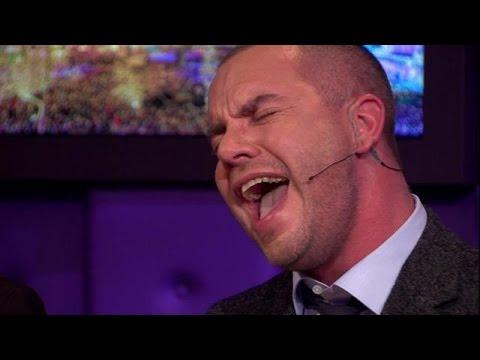 Jeroen herhaalt huzarenstukje The Passion - RTL LATE NIGHT
