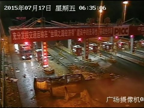 Truck Crashes into Toll Gate in Xinjiang