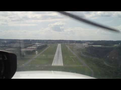 Bad landings - Low time student pilot struggling with landings - watch in HD