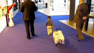 Baby carry Messe Trolley.MOV
