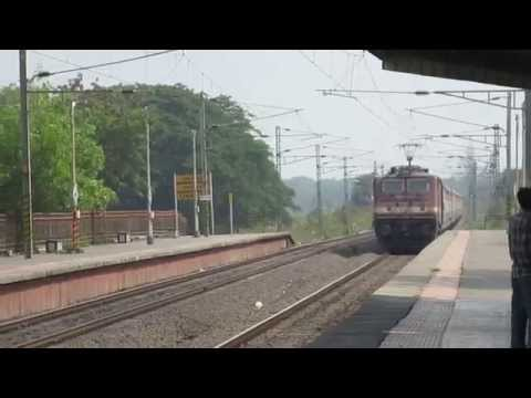 [irfca] Wap-4 Hauling 12933 Bct-adi Karnavati Exp Zips Past Umroli At 110kph!! video