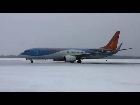 Sunwing Airlines | Boeing 737-800 de-icing, startup and take-off | C-FPZA | Val-d'Or (CYVO) klip izle