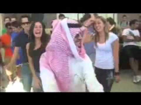 سعودي يرقص في امريكا ( والله زبطها )