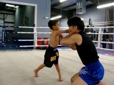 Riley training with Master Thonglor – Ultimate Fitness