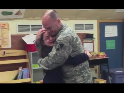 Military Dad Surprises Deaf Daughter at School | Emotional Reunion