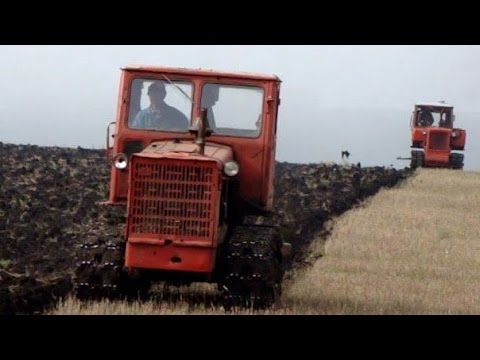 Tractors T-4A and DF-75D, plowing /// Тракторы Т-4А и ДТ-75Д, вспашка зяби