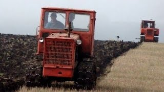 Тракторы Т-4А и ДТ-75Д, вспашка зяби