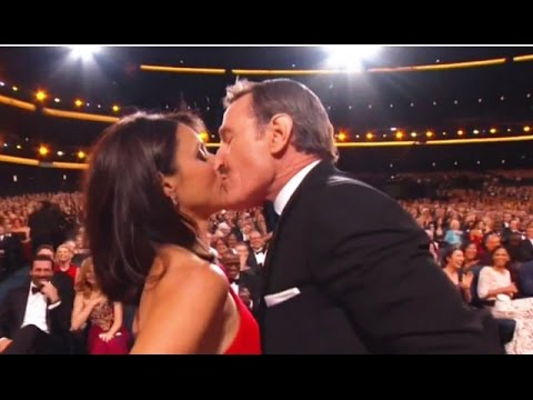 Julia Louis-Dreyfus & Bryan Cranston Make Out - Emmys 2014