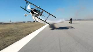 Avioneta pidiendo paso para despegar