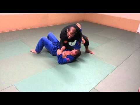 knee on belly lapel choke transition to mount Image 1